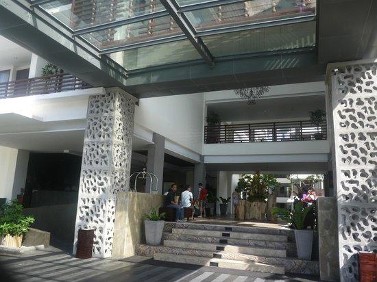 Sun Island Hotel Kuta: Main entrance