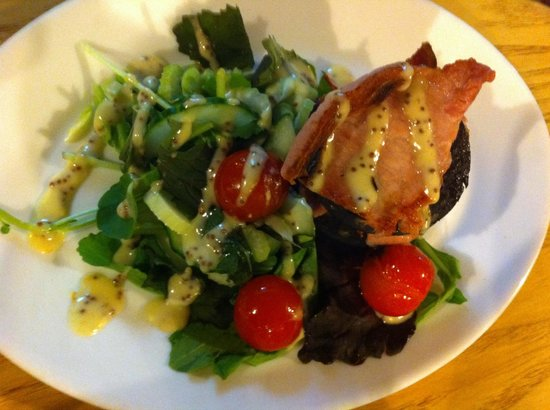 The Sportsman: Black pudding and bacon salad. Starter.