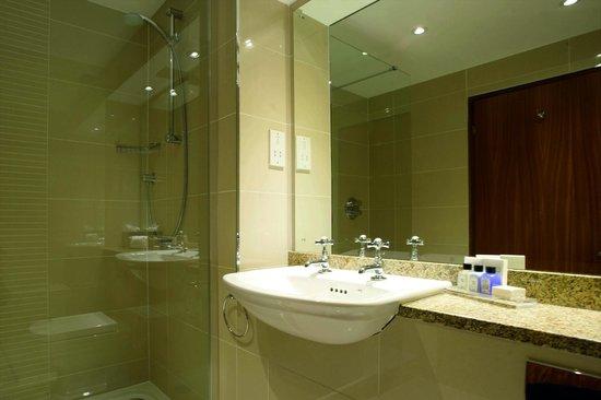 Macdonald Holyrood Hotel: Bathroom