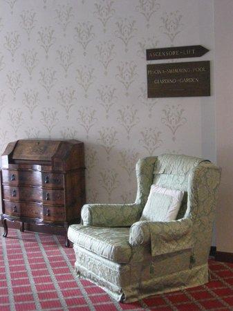 Hotel Oliveto Lago di Garda - Desenzano : Un classico di qualita' :informazioni e cartelli ovunque
