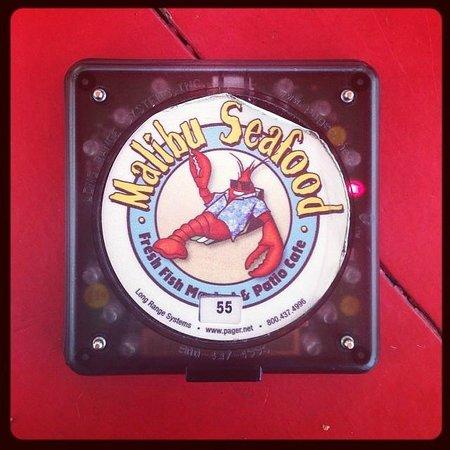 Malibu Seafood Fresh Fish Market and Patio Cafe: Маячок, мигает и звенит когда заказ готов!