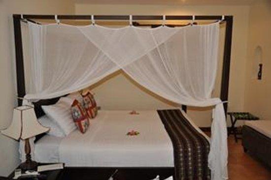 Cham Villas: Кровать в бунгало