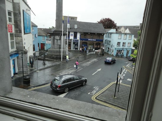 Suas Coffee House: Wet O'Connell Square