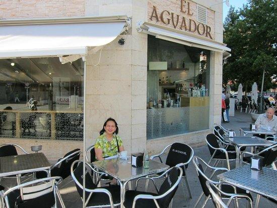 Restaurante El Aguador Nervión : El Aguador has seating both outside and inside