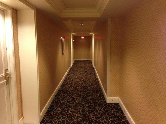 Park Hyatt Toronto: Hallway