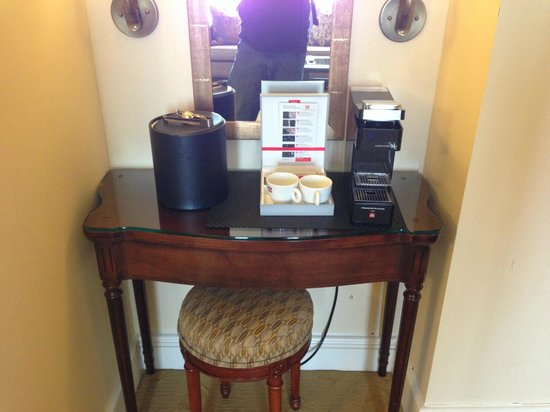Park Hyatt Toronto: illy Coffee Maker
