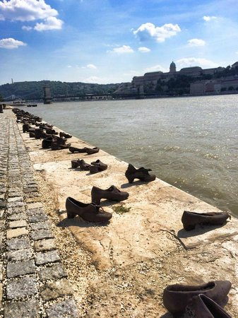 Shoes on the Danube Bank: Shoes on the Danube