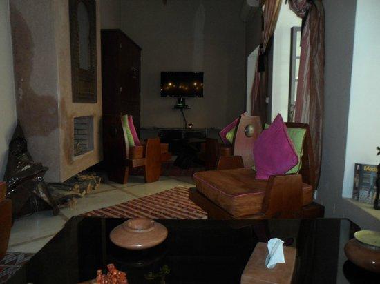 Riad Jardin des Reves: salon rdc