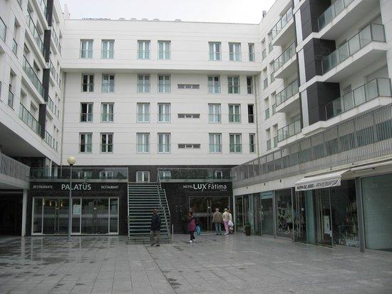 Lux Fatima Hotel: Entrée de l'hotel