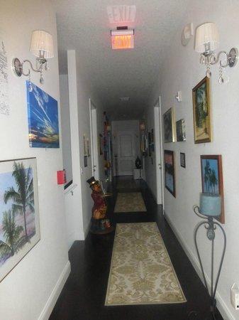 Inn On The Avenue Bed & Breakfast : Upstairs Beautiful Hallway