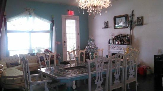 Inn On The Avenue Bed & Breakfast : Beautiful and Elegant!