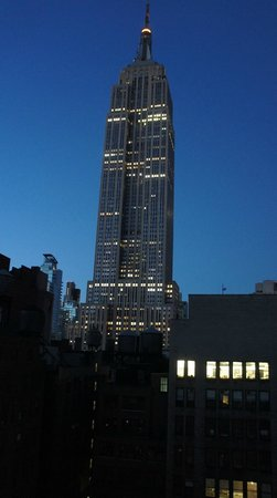 SpringHill Suites New York Midtown Manhattan/Fifth Avenue: Empire State Building at Dawn from our window