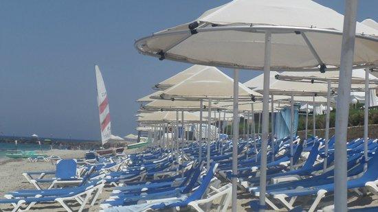 Aldemar Cretan Village : Umbrellas at the beach