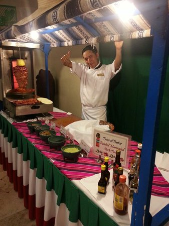 GR Solaris Cancun: El pastor taco stand on mexican night