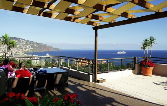 Sensimar Savoy Gardens : View from the terrace to the bay and harbour of Funchal