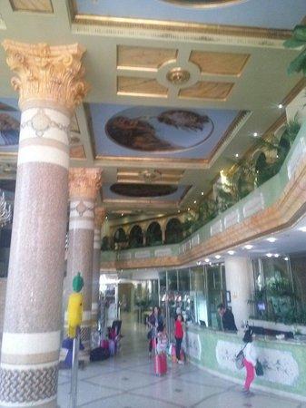 Marina d'Or 5: Hall del hotel balneario