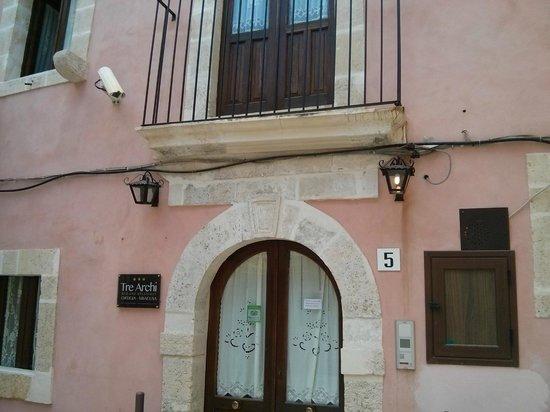 B&B Tre Archi Ortigia: yard of B&B