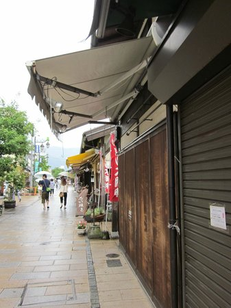 Nawate Shopping District: a few were closed