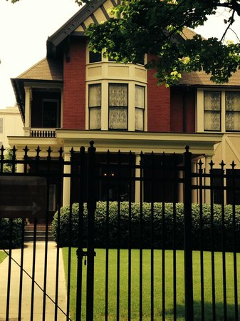 ATL-Cruzers Electric Car & Segway Tours: Margaret Mitchell house