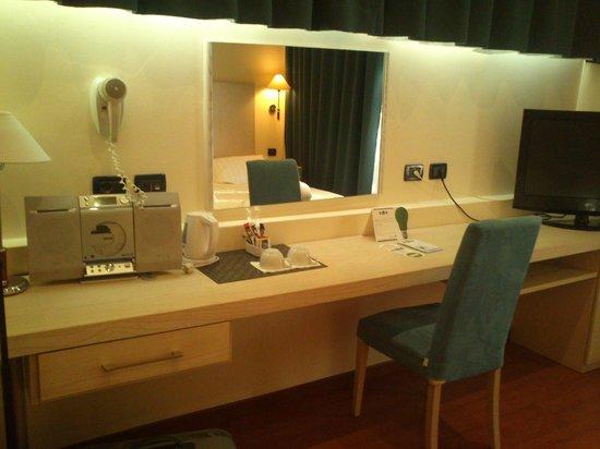BEST WESTERN Globus Hotel: Room