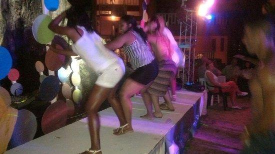 BelleVue Dominican Bay : Bailando amara la negra