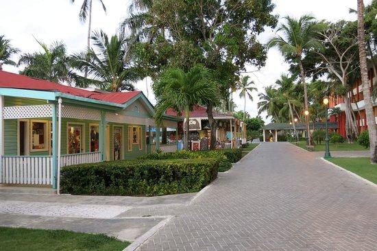 Iberostar Dominicana Hotel: caribbean street
