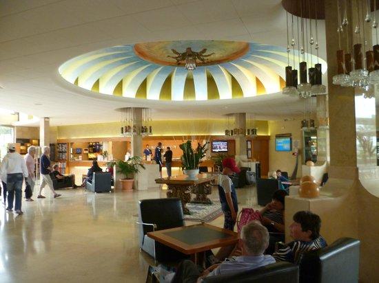 Golden Taurus Park Resort: Reception area