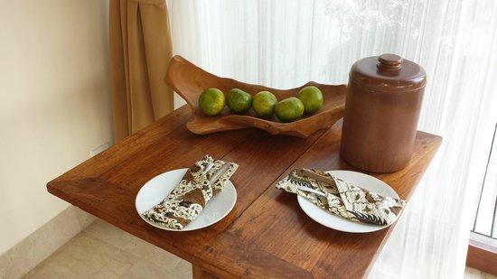 Komaneka at Tanggayuda : Fruit in the room