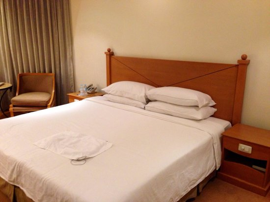 The Heritage Hotel Manila: Comfortable bed and pillows