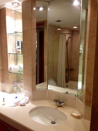 The Heritage Hotel Manila: Hall of mirrors :-)