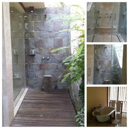Komaneka at Tanggayuda : Bathroom (inside and outside!)
