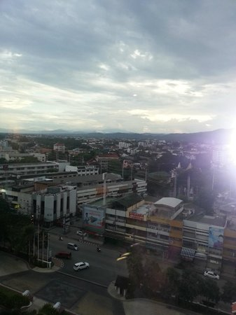 Shangri-La Hotel, Chiang Mai : Amazing view from 10th floor room