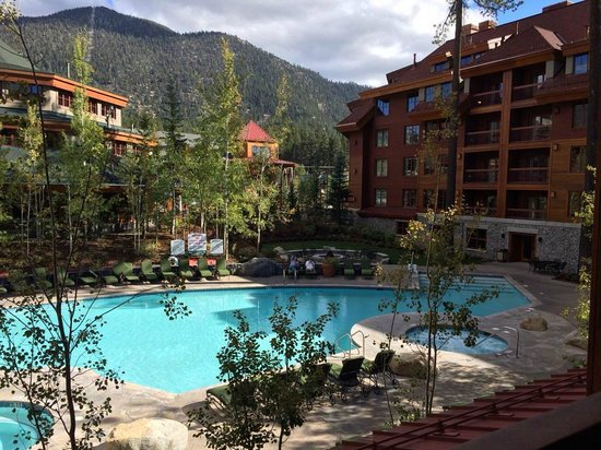 Grand Residences by Marriott, Tahoe - 1 to 3 bedrooms & Pent.: Pool/mtn view room