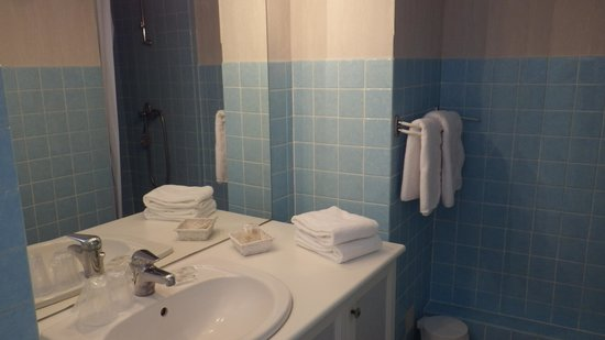 Hotel Les Embruns : salle de bain