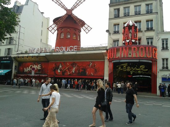 Moulin Rouge : The classic shot