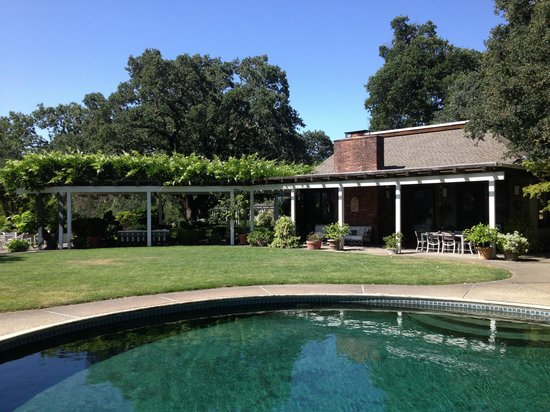 Robert Hunter Winery: Pool and patio area