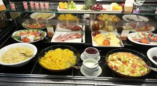 "DoubleTree by Hilton Bristol South - Cadbury House: The breakfast ""salad"" bar"