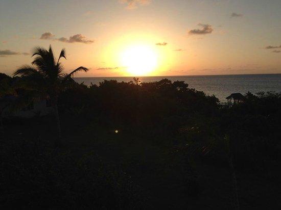 Memories Flamenco Beach Resort : Sunset