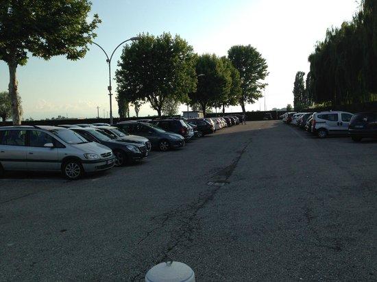 Lago dei Salici: parcheggio