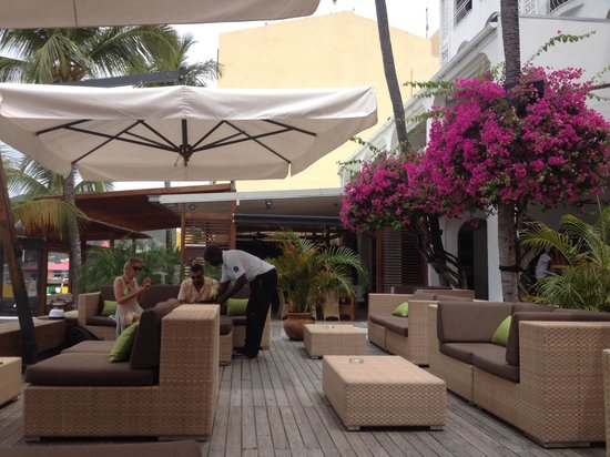 Holland House Beach Hotel: Coffee Sir?