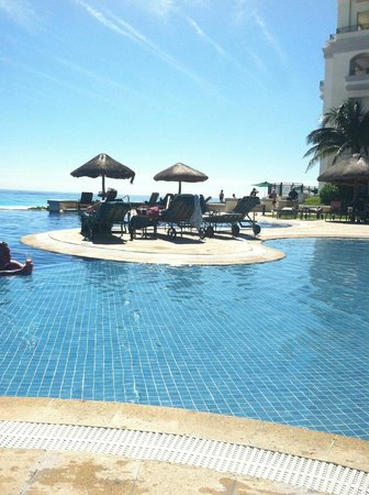 JW Marriott Cancun Resort & Spa: Beautiful pool area