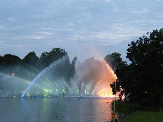 Park Planten un Blomen: Шоу танцующих фонтанов в парке