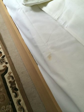 Galerie Hotel Eschweiler : Dirty beds when arriving - uuuargh