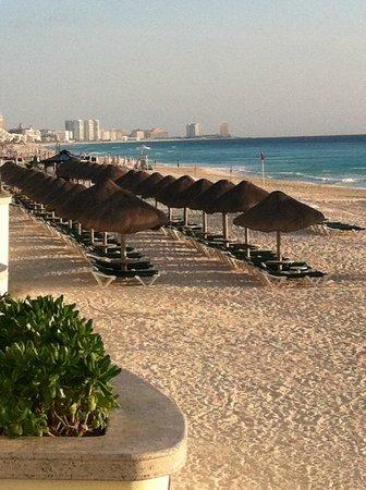 JW Marriott Cancun Resort & Spa: Palapas on the Beach