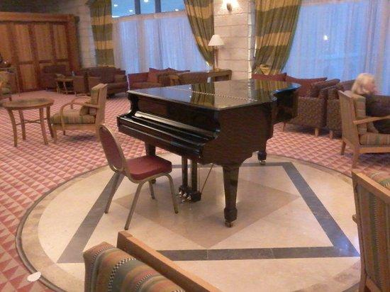 Grand Court Hotel : hall con piano