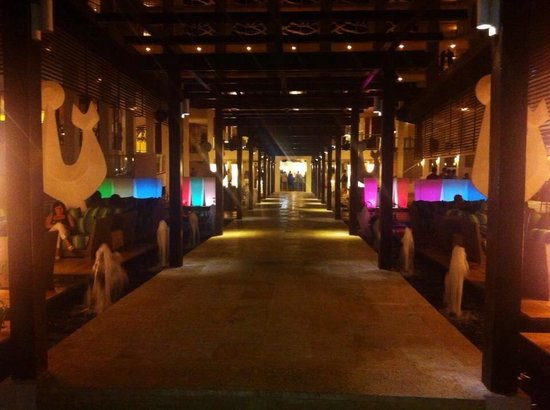 Royalton White Sands Resort: Night time
