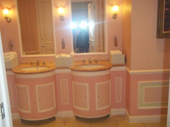 The Ritz London : Pink ladies bathroom