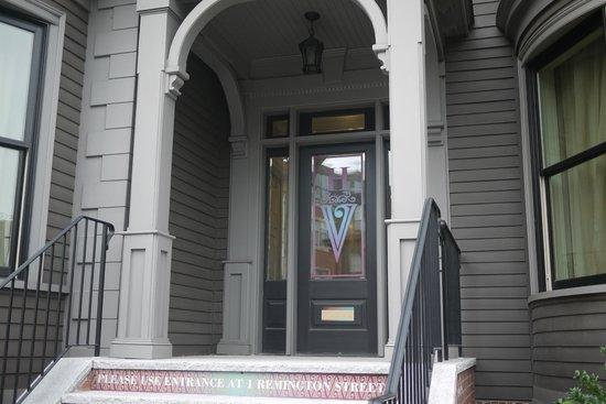 Hotel Veritas: hotel front door