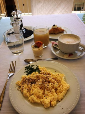 Hotel Borgo Pantano : typical breakfast!