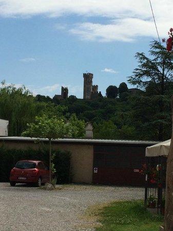 Borghetto sul Mincio: Vista del castello da Borghetto